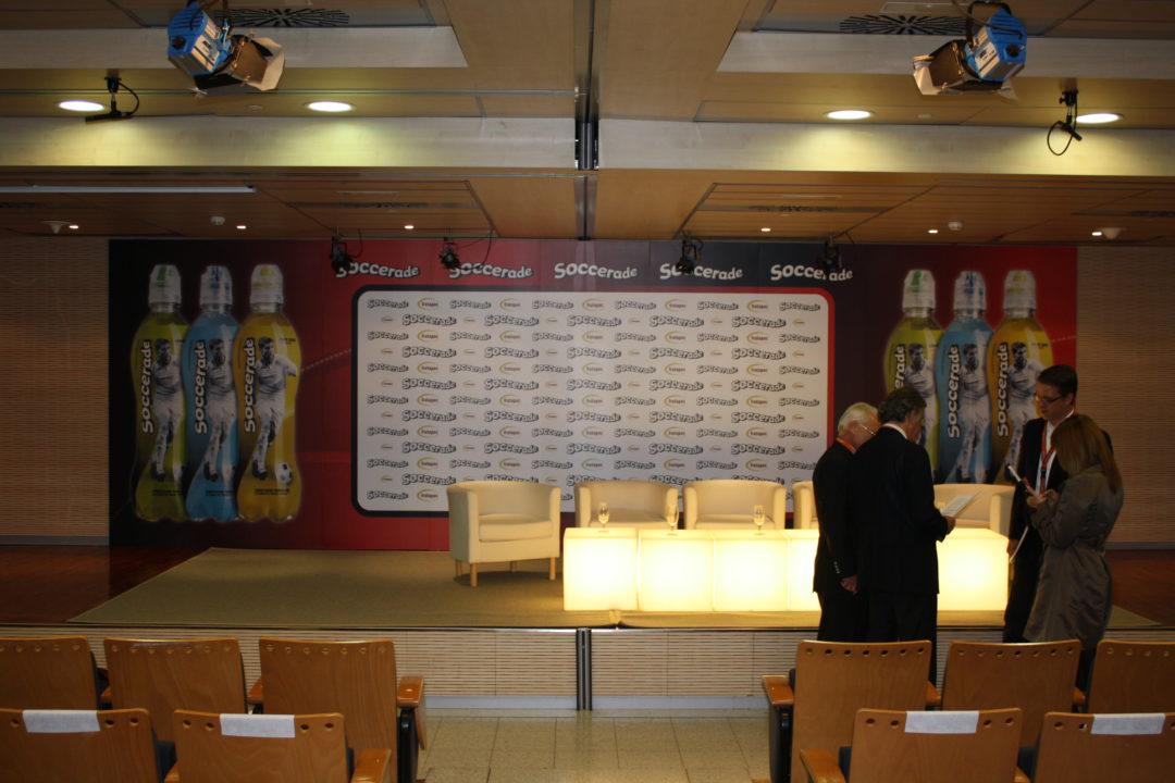 Vista del escenario listo para la presentación