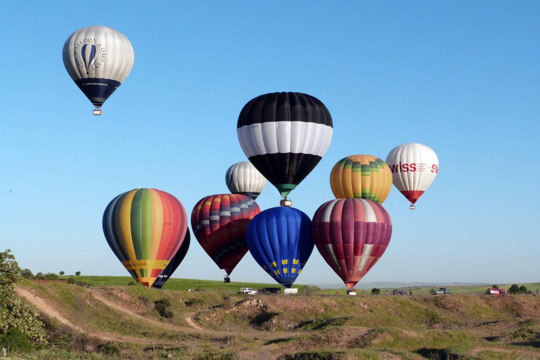Inicio del vuelo de los globos
